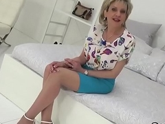 Unfaithful uk milf son sonia displays her Herculean boobs