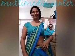 Hot Desi aunty saree navel show
