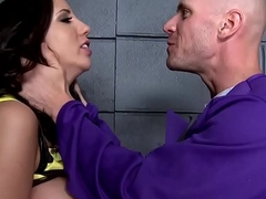 (Kelly Divine, Johnny Sins) - The Bumtastic Bumblebee Unreserved - Brazzers