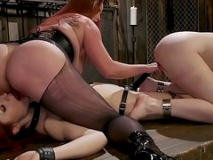 Popsy pricking two chubby ass lesbians